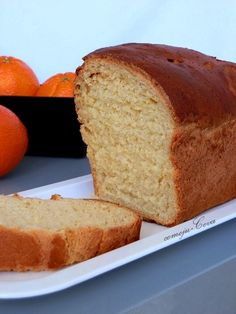 La verdad es que usar naranjas  en bizcochos  si que es algo que uso muchas veces cuando preparo el Bizcocho de Naranja , pero en pan , y pr...
