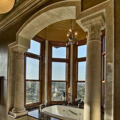 Columned Bathroom · WaschbeckenLuxus BadezimmerBäder ...