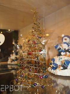 EPBOT: Saturday Steam - love this for a table top tree Christmas Time Is Here, Christmas Minis, Primitive Christmas, Christmas Wedding, Christmas Holidays, Christmas Stuff, Xmas, Tabletop Christmas Tree, Christmas Tree Ornaments