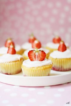 Strawberry Daiquiri Cupcakes <3