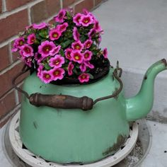 Love using old bits and bobs for floral decoration - what a great use of an old tea pot. Love using old bits and bobs for floral decoration - what a great use of an old tea pot. Garden Junk, Garden Pots, Old Tea Pots, Container Flowers, Garden Projects, Garden Ideas, Flower Pots, Diy Flower, Cactus Flower
