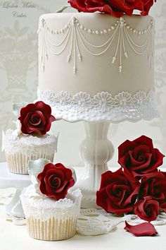 New Wedding Cakes Simple Cupcakes Grooms Ideas Beautiful Wedding Cakes, Gorgeous Cakes, Pretty Cakes, Cute Cakes, Amazing Cakes, Cake Wedding, Red Wedding, Winter Wedding Cakes, Wedding Rings