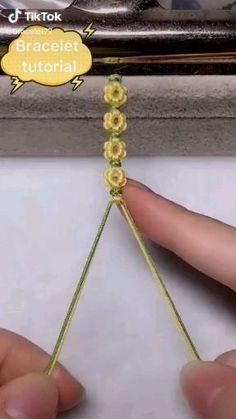 bracelet on TikTok Diy Crafts Hacks, Diy Crafts Jewelry, Bracelet Crafts, Flower Bracelet, Rope Crafts, Diy Bracelets Patterns, Diy Bracelets Easy, Homemade Bracelets, Yarn Bracelets