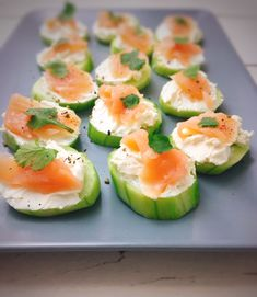 Schnelles Fingerfood mit Gurke und Lachs – Schlemmerliebe Quick finger food with cucumber and salmon – gourmet love Breakfast Desayunos, Breakfast Recipes, Snack Recipes, Salmon Breakfast, Dinner Recipes, Party Finger Foods, Party Snacks, Menu Dieta, Vegetarian Recipes