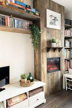landelijke woonkamer met steigerhout Tiny House, Ikea, Attic, Home Decor, Loft Room, Decoration Home, Ikea Co, Room Decor, Attic Rooms
