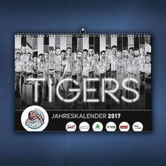 Neuer Kalender für die Straubing Tigers: Großartig und großformatig: Die Straubing Tigers präsentieren den neuen Spielerkalender 2017... made by teamElgato.  Weitere Einblicke gibt's hier: http://ift.tt/2g9POWK  #teamElgato #werbeagentur #kalender2017 #straubingtigers #straubing #design #fotoshooting by #FotoatelierAmHafen