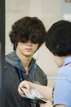 Taec look u'r hair. 2pm Kpop, How To Wear A Wig, Ok Taecyeon, Best Kpop, Beautiful Voice, Dream Guy, Shaggy, My Hair, The Voice