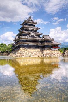 Matsumoto Castle, Japan. @Via Viteri Viteri Viteri Shigeru Nagahisa