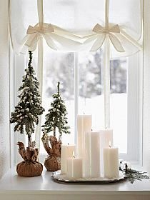 in Snow-White Style - Group candles in a window for a warm holiday decoration. For more shots of this house: www.midwestl -Decorate in Snow-White Style - Group candles in a window for a warm holiday decoration. For more shots of this house: www. Days Till Christmas, Noel Christmas, Christmas And New Year, All Things Christmas, Winter Christmas, Simple Christmas, Christmas Vignette, Christmas Candles, Rustic Christmas