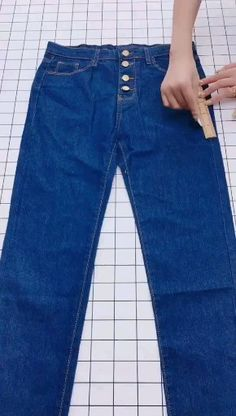 Wonderful Ideas Wonderful Ideas and Tutorials to Refashion Your Old Jeans Denim Bag Patterns, Kids Clothes Patterns, Clothing Patterns, Diy Clothes Jeans, Sewing Clothes, Fashion Sewing, Diy Fashion, Denim Crafts, Upcycled Crafts