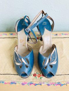 78ad482537b7a9 Vintage 1940 s Blue Peep Toe Shoes   40 s couture peep toe pumps size 6.5