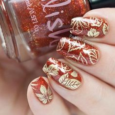 48 Must Try Fall Nail Designs And Ideas The trendiest fall nail designs require some practice to look perfect. However, if you are patient, you can easily make your nails look amazing. Fall Nail Art Designs, Halloween Nail Designs, Nail Polish Designs, Nails Design, Garra, Cute Nails, Pretty Nails, Halloween Acrylic Nails, Thanksgiving Nail Art