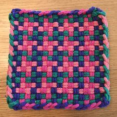 Potholder Loom, Potholder Patterns, Crochet Dishcloths, Weaving Looms, Weaving Patterns, Yarn Crafts, Fabric Crafts, Lace Bag, Weaving Projects