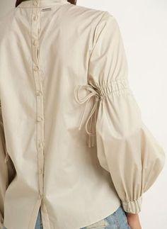 BLUSA GAIA - lelis Kurti Sleeves Design, Sleeves Designs For Dresses, Sleeve Designs, Blouse Designs, Muslim Fashion, Hijab Fashion, Fashion Dresses, Mode Hijab, Fashion Details