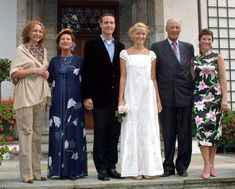 photocall at Skaugum before a private party for friends and young royals as part of the pre-wedding celebrations, August 23rd 2001; wedding of Crown Prince Haakon of Norway and ms. Mette-Marit Tjessem Høiby, August 25th 2001