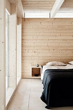 The natural wooden walls and ceilings creates a real cottage feeling. wall Feriehytte i fantastisk snelandskab Minimal Bedroom, Earthy Bedroom, Bedroom Romantic, Bedroom Rustic, Black Rooms, Cabin Interiors, Wooden Walls, Wooden Wall Bedroom, Plywood Walls