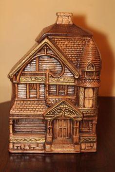 Vintage Treasure Craft Victorian House Cookie Jar in Excellent Condition Antique Cookie Jars, Cookie Crumbs, Victorian House, Cookies Et Biscuits, Tea Pots, Decorative Boxes, Antiques, Crafts, Vintage