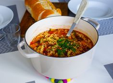 A musty Italian tomato soup with many good flavors. It is both saturating and nutritious. A classic a Plant Based Recipes, Veggie Recipes, Soup Recipes, Vegetarian Recipes, Zeina, Italian Recipes, Breakfast Recipes, Food Porn, Food And Drink