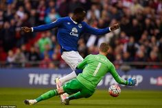 Everton's Romelu Lukaku has a great chance to dribble past Manchester United goalkeeper David De Gea but the Spaniard managed to get a hand to the ball