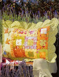 The scalloped edge on this pillow is so lovely!  Australian Country Threads vol 5