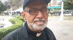 Padre José Palmar,golpeado por acompañar la manifestación estudiantil