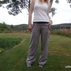 ...lněné kalhoty v šedém...od Lelisy Kalhoty jsou ušity z novinkové lněné látky, pas je všit do úpletu. Na předním dílu jsou všité kapsy. Lněná látka v barvě šedé je velmi kvalitní s obsahem viskózy, zatím nejlepší, s jakou jsem měla možnost pracovat. Je hustě tkaná, vyšší gramáže a přitom krásně lehounká, měkká. Mírně pruží, i když ... Suits, Fashion, Moda, Fashion Styles, Suit, Wedding Suits, Fashion Illustrations