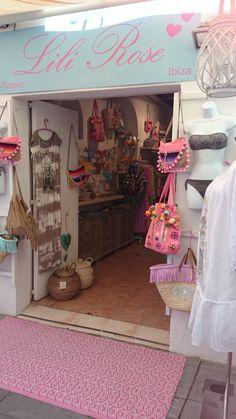 Tienda en Ibiza Boutique Interior, Boutique Design, Shop Interior Design, Store Design, Shop Window Displays, Store Displays, Small Boutique Ideas, Shabby Chic Dining Room, Mobile Boutique