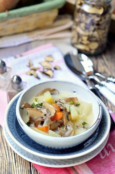 Gombás karalábéleves recept - Kifőztük, online gasztromagazin Hungarian Recipes, Hungarian Food, Kinds Of Soup, Ramen, Food Photography, Ethnic Recipes, Fungi, Hungarian Cuisine, Mushrooms