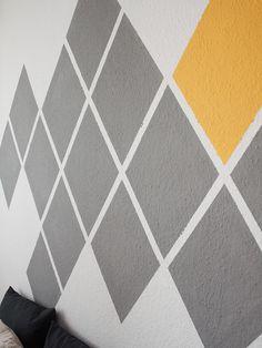 Tutoriales DIY: Cómo pintar una pared con patrón de diamantes geométricos vía DaWanda.com