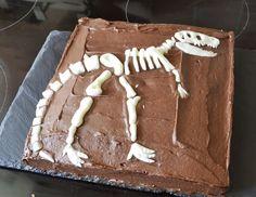 Oscar's 4th Party, Dinosaur party. Dinosaur dig Birthday cake. Dinosaur skeleton cake