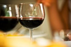 2 to 3 alcoholic drinks may help to early #AlzheimersPatients. http://www.webmd.com/alzheimers/news/20151211/moderate-drinking-may-benefit-early-stage-alzheimers-patients