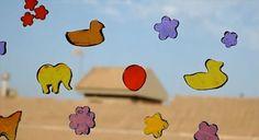Haz tus propias pegatinas de gel.  Hoy te vamos a enseñar con un video-tutorial cómo hacer pegatinas de gel de parafina completamente a tu gusto. Pudiendo elegir las formas y colores que más te gusten. http://bricoblog.eu/haz-pegatinas-de-gel