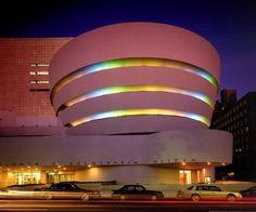 Solomon R. Guggenheim Museum de Nueva York a noche