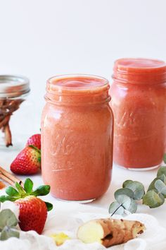 Rev Up Your Metabolism with This Fat-Burning Strawberry Mango Smoothie | http://helloglow.co/fat-burning-strawberry-mango-smoothie/