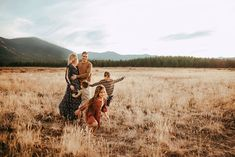 The 55 Most Fascinating Family Photos of 2019 - Seriously! Big Family Photos, Fall Family Pictures, Family Picture Poses, Family Photo Outfits, Family Posing, Family Portraits, Family Photography, Photography Poses, Toddler Photography