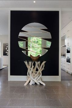black feature wall with round mirror and gold accents, love the glass table too Mirror Inspiration, Home Decor Inspiration, Design Inspiration, Design Ideas, Black Feature Wall, Feature Walls, Spiegel Design, Art Decor, Decoration