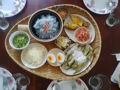 very traditional, very healthy. very DELICIOUS! Nasi Kerabu, Cooking Classes, Fresh Rolls, Traditional, Breakfast, Healthy, Ethnic Recipes, Food, Morning Coffee