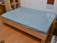 Bett selbst gebaut aus Baumarktholz, Lattenrost und Matratze von IKEA, Echtholz Fichte, Kosten für Bettgestell 35€, Extrem stabil