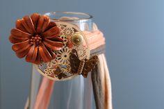 Collar tela reciclada y flor de cuero