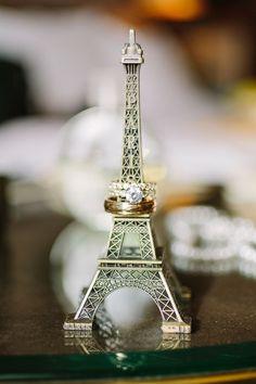 Fotos das Alianças. Inspirações: Lua de mel O destino da lua de mel será uma viagem hiper romântica, ou a realização de um sonho do casal? Use isso pra formar uma linda lembrança em forma de foto.