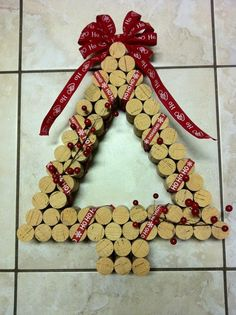 Wine Cork Christmas Tree // 50 Homemade Wine Cork Crafts