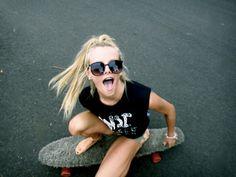 -Learn to longboard Skater Girl Style, Skater Girl Outfits, Surfergirl Style, Skate Girl, Skate Style, Surf Style, Skateboard Girl, Skateboard Photos, Longboarding