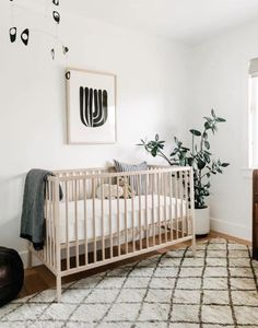 This space's organic color palette creates a warm, inviting atmosphere perfect for soothing baby to sleep. Minimalist Nursery, Nursery Modern, Nursery Neutral, Nursery Grey, Modern Nurseries, Nurseries Baby, Babies Nursery, Kids Room Design, Nursery Design
