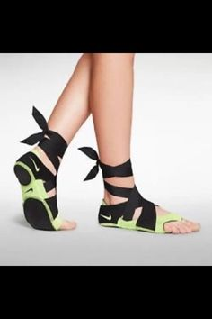 BRAND NEW LIMITED EDITION NIKE AIR STUDIO WRAP PACK, UK 4