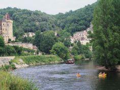 Beynac-et-Cazenac: Gabare sur la Dordogne - France-Voyage.com Lieu de Tournage de la série Télévisée Gaston Phoebus des années 80 avec Jean-Claude Drouot.