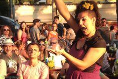 Apresentação circense Bolhas de Sabão Gigantes em evento Ilha Bela Sunset, Ilha Bela, São Paulo. Contate-nos humorecirco@gmail.com (11) 97319 0871 (21) 99709 6864 (73) 99161 9861 whatsapp. Humor, Island, Events, Humour, Funny Photos, Funny Humor, Comedy, Lifting Humor, Jokes