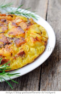 Tortilla of potatoes and onions in the pan fast - Tortilla di patate e cipolle in padella veloce Kitchen Recipes, Cooking Recipes, I Love Food, Good Food, Prep & Cook, Vegetarian Recipes, Healthy Recipes, Brunch, Italy Food