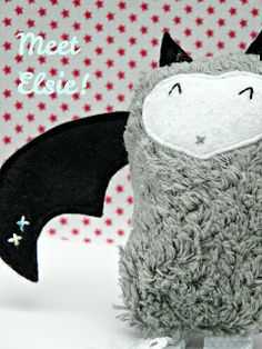free tutorial and pattern to sew a halloween bat softie.