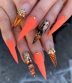 Gorgeous Trend Stiletto Nails in 2019 When it comes to nail art – everyone has her own style as well as preferences. Halloween Nail Designs, Halloween Nail Art, Cute Acrylic Nails, Cute Nail Art, Nail Art Designs, Nails Design, Nailart, Gothic Nails, Dream Nails