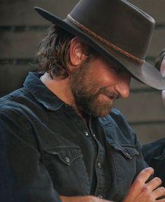 🎼 Bradley Cooper as Jackson Maine Look Man, James Mcavoy, Liam Hemsworth, A Star Is Born, Raining Men, Look At You, Man Crush, Lady Gaga, Movie Stars